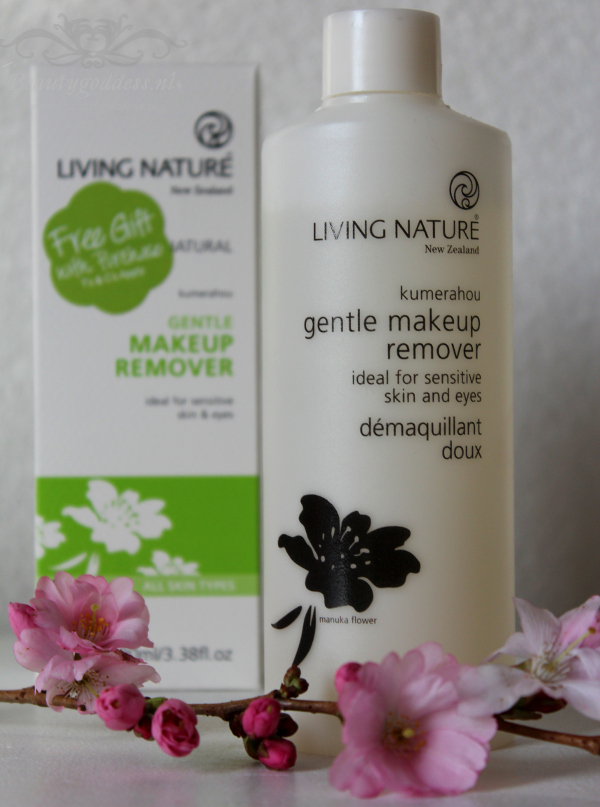 Review Living Nature Gentle Makeup