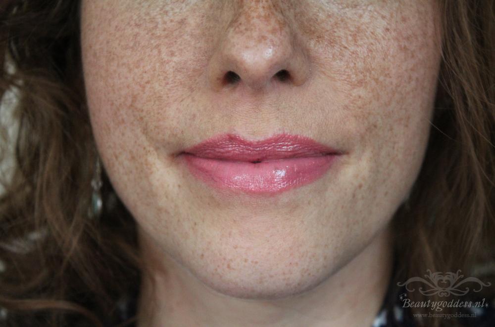 ud_revolution_lipsticks_streak