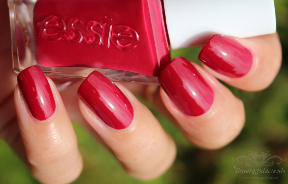 essie_gel_couture_drop-the-gown