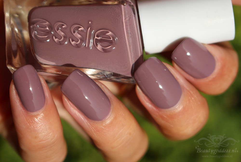 essie_gel_couture_take-me-to-thread