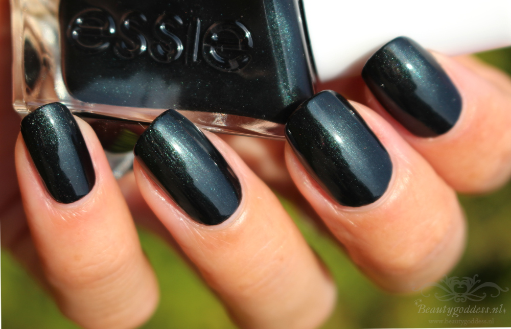 essie_gel_couture_hang-up-the-heals