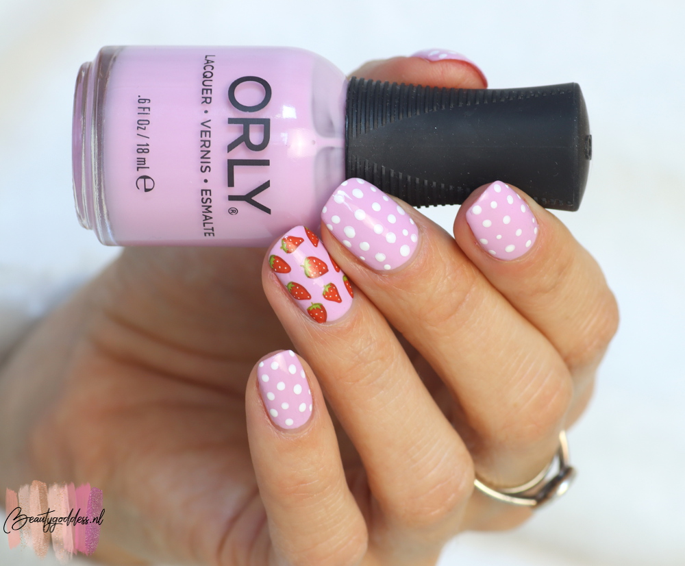 Spring pastel strawberry nailart